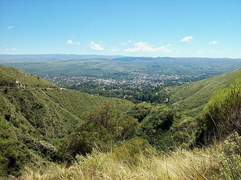 File:La Falda Vista desde cerro La Banderita.jpg