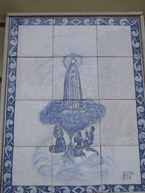Many houses and apartments in The Ironbound are embellished with elaborate azulejos. One common image is Our Lady of Fatima, seen here. Lady of Fatima tiles.jpg