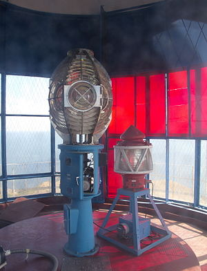 Yeni Kale Lighthouse - Image: Lamp and optics of Yenikalsky Lighthouse