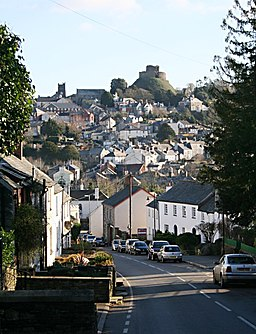 Launceston from Saint Stephens Hill, 2007 - geograph.org.uk - 323412.jpg