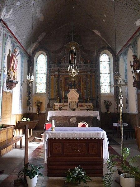 Le chœur vu de la croisée des transepts.