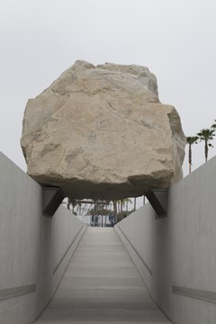 Levitated Mass by artist Michael Heizer at Los Angeles County Museum of Art in California LCCN2013632453.tif