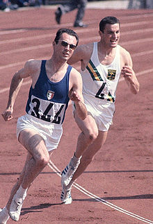 Livio Berruti durante le batterie dei 200 m ai Giochi olimpici di Tokyo 1964.