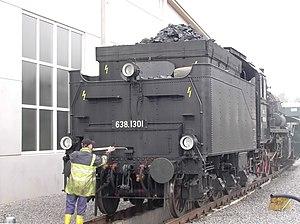 Bahnbetriebswerk (steam locomotives) - Locomotive 638.1301 being greased.jpg