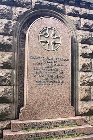 Charles Pearson, Lord Pearson - Lord Pearson's grave, Dean Cemetery