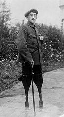 Miliony ludzi, którzy przeżyli wojnę odniosło uszczerbek na zdrowiu fizycznym i psychicznym. Na zdjęciu francuski żołnierz, który stracił obie nogi