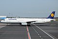 Lufthansa, D-AIDJ, Airbus A321-231 (16456046292).jpg