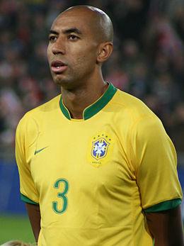 Luisão atuando na Seleção Brasileira em 2006. 5ba15909f1596