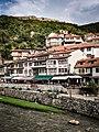 Lumi Lumbardhi, shtëpitë dhe kalaja e Prizrenit.jpg