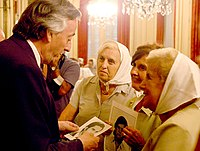 The mothers with President Néstor Kirchner.