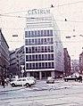 Malinovského náměstí, szemben a Centrum áruház (eredetileg Bata áruház, épült 1930-31). Fortepan 60526.jpg