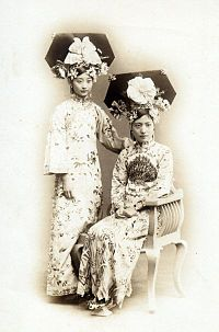 Manchu noble ladies in 1900s.jpg