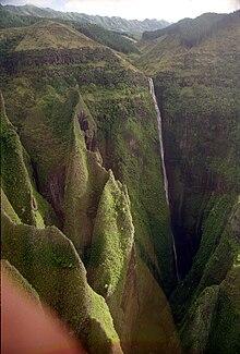 Photo aérienne montrant la cascade de Hakaui.