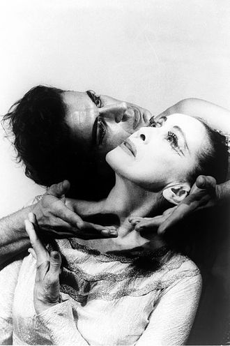 Modern dance - Martha Graham and Bertram Ross in 1961; photo by Carl van Vechten