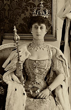 Maud of Wales - Maud following her coronation, wearing the Queen's Crown, and holding a sceptre and orb