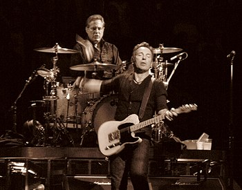 English: Bruce Springsteen and Max Weinberg Ph...