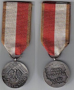 Medal XL lecia PRL - awers i rewers.jpg