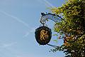 Meersburg Wirtshausschild Bären (10255386056).jpg
