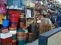 Mercancia y canastos en la plaza de mercado del restrepo.JPG