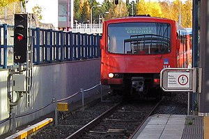Finnish railway signalling - A stop signal is shown at Rastila as a train enters the station.