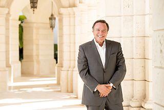 Mike Fernandez American businessman
