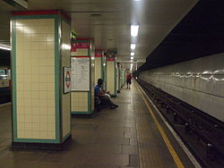 Mile End tube stn westbound Central look east 2012.JPG