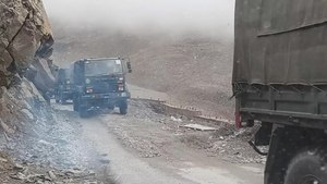 File:Military truck convoy on the Manali-Leh Highway.webm