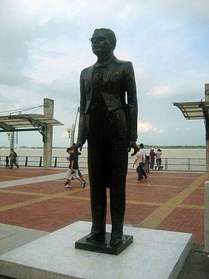 Malecón 2000 - Carlos Alberto Arroyo del Río monument
