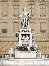 Mozart-Denkmal in Wien, um 1900 (Quelle: Wikimedia)