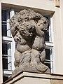Národní dům Karlín, levá socha nad vchodem.jpg