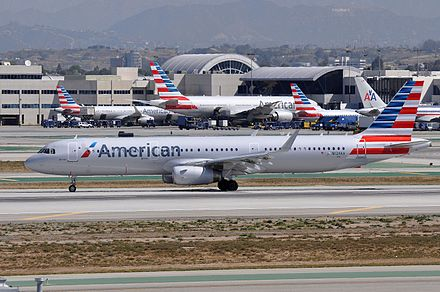 American Airlines Airbus A321 at Los Angeles International Airport in 2015 N124AA LAX (26109389861).jpg