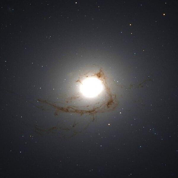 File:NGC 4696 Hubble WikiSky.jpg