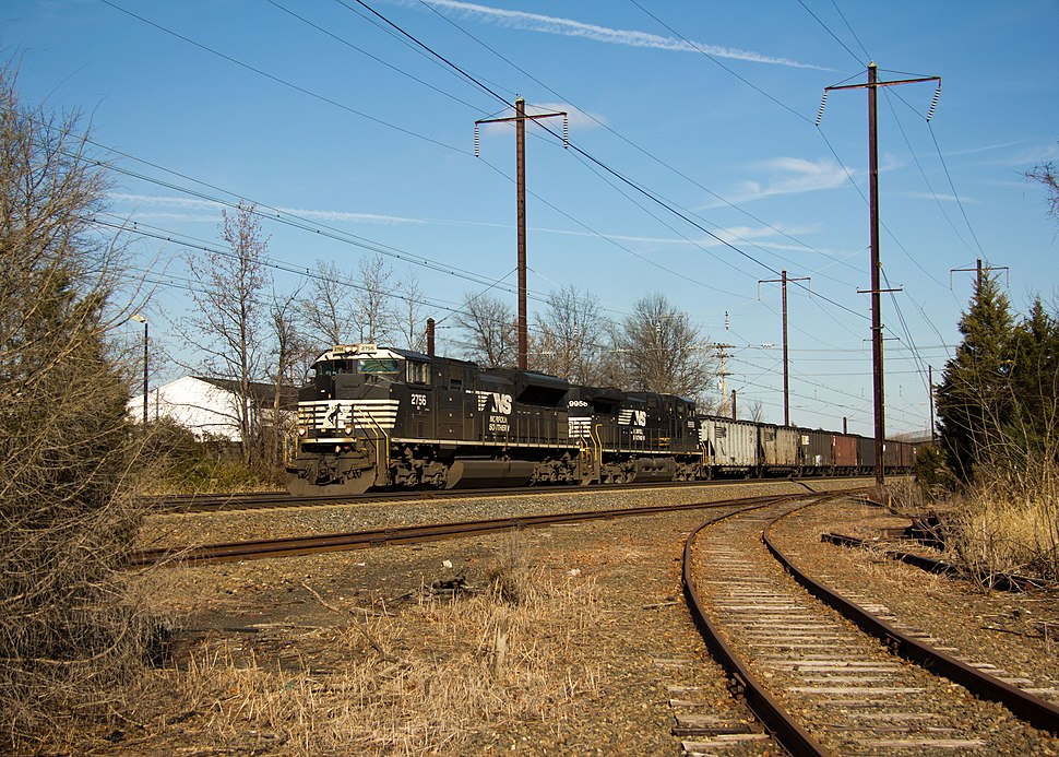 NS Daytime Freight on the Corridor (6456921797)