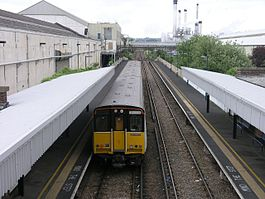 New Hythe railway station in 2005.jpg