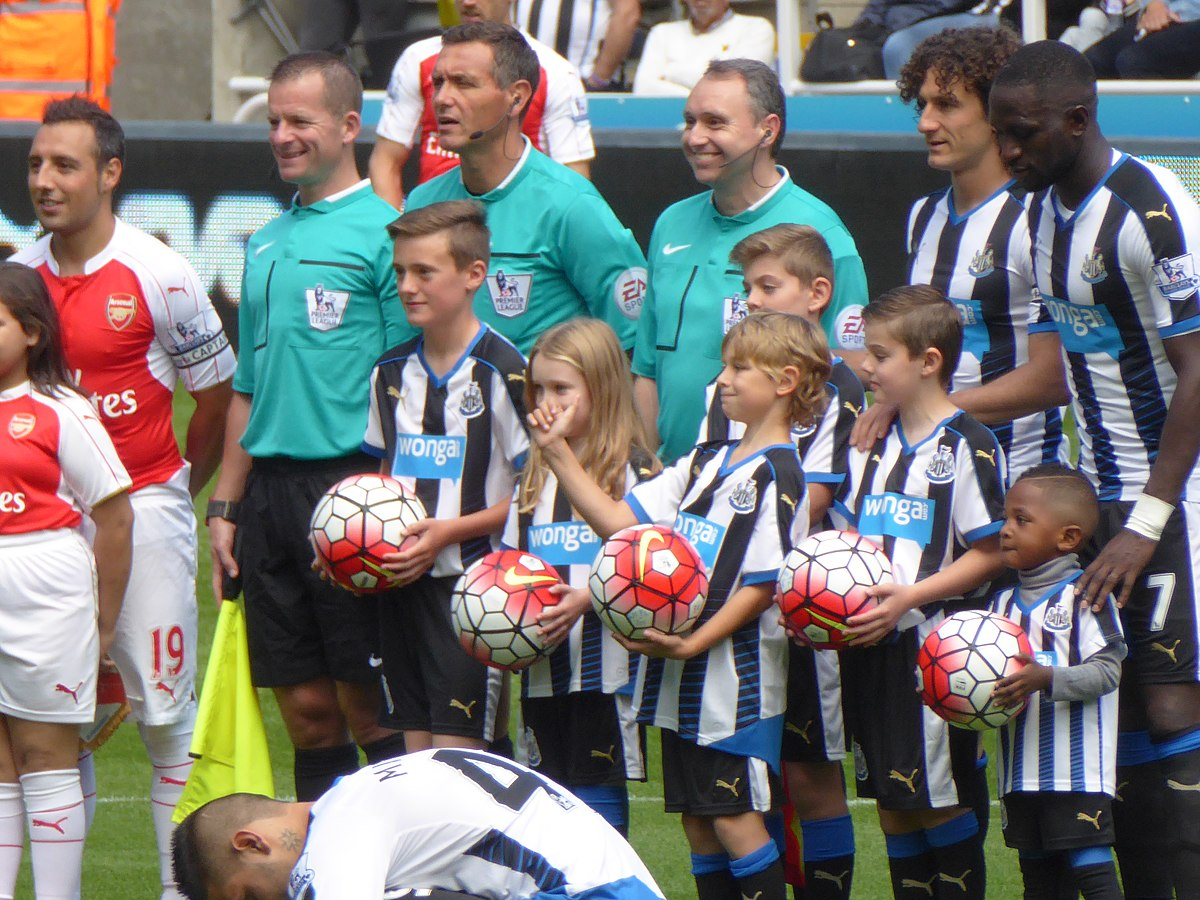 File:Newcastle United vs Arsenal, 29 August 2015 (10).JPG ...