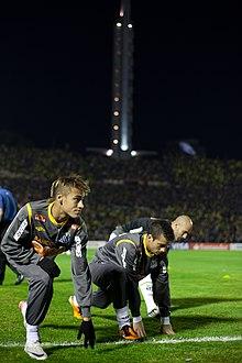 60348376cf Neymar em aquecimento antes da final da Copa Libertadores da América de  2011.