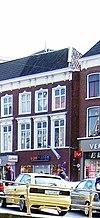 foto van Pand met twee verdiepingen met kroonlijst met consoles