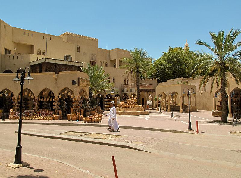 File:Nizwa souq (8730535574).jpg