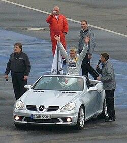 Häkkinen ja Norbert Haug (vasemmalla) DTM:ssä 17.4.2005 Hockenheimissa
