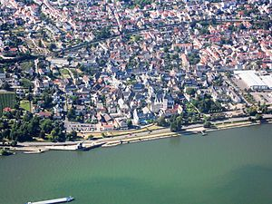 Oestrich-Winkel - Aerial view of Oestrich and Rhine river