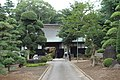 Old Japanese house with a big gate and foregarden - panoramio.jpg