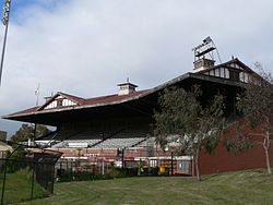 Old lake oval grandstand.jpg