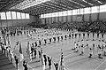 Opening Sporthal in Haarlem door prins Claus , overzicht massale turndemonstrati, Bestanddeelnr 920-0044.jpg