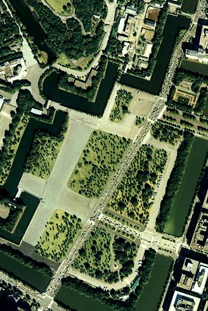 Outer garden of the imperial palace Japan 1989 air.jpg