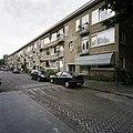 Overzicht van de voorgevels van het woonblok aan de Karmelweg - Rotterdam - 20388529 - RCE.jpg