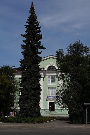 Памятник Роза из двух видов гранита Карталы памятники с крестом их гранита мрамора кампя