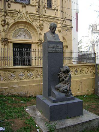 Manuel da Nóbrega - Statue of Manuel da Nóbrega in front of the Chapel of Our Lady of Help, Salvador