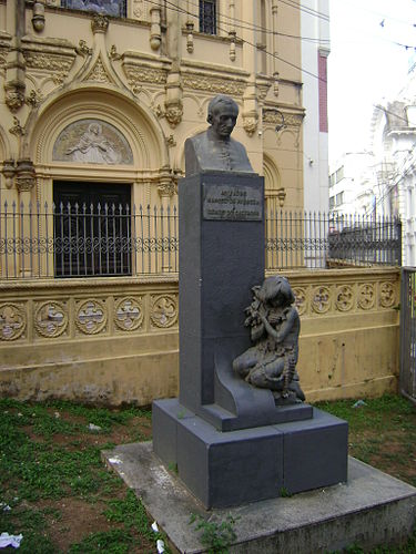 Statue of Manuel da Nobrega in front of the Chapel of Our Lady of Help, Salvador Padresalvador.jpg