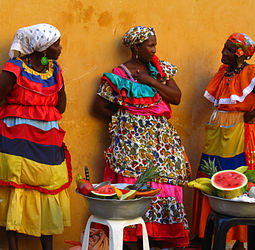 Afro-Colombian fruit sellers in Cartagena. Palenqueras al natural.jpg