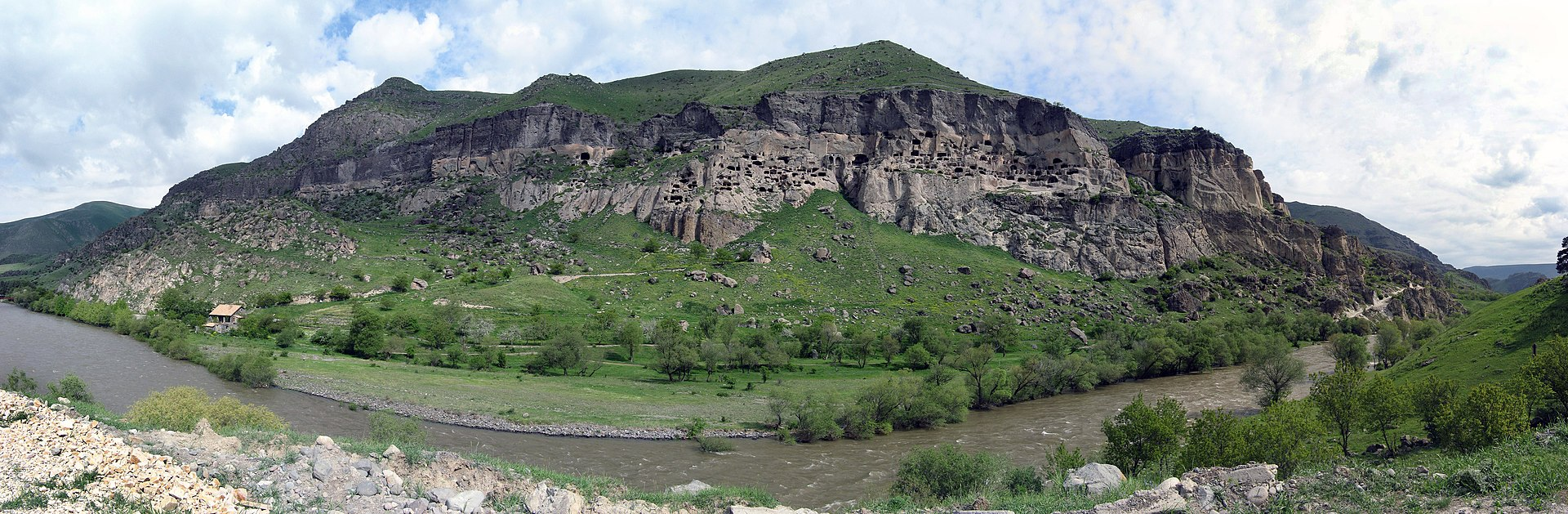monastère troglodyte et fortifié de Vardria.